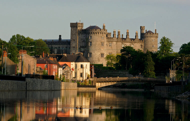 Kilkenny castle sitting prominently on the River Nore overlooking the city